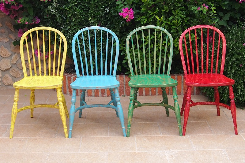 Sillas parchis vintage le jardin derriere for Sillas modernas de colores